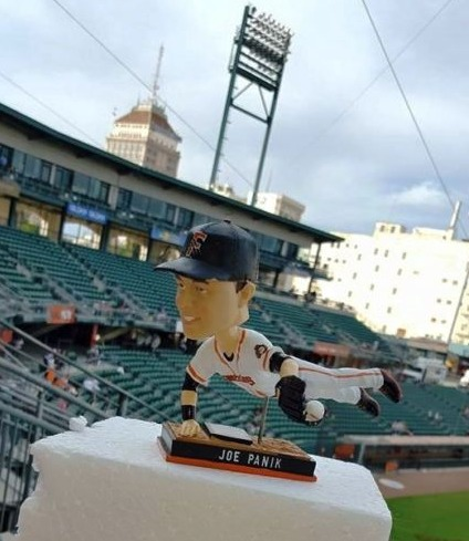 joe panik bobblehead - fresno grizzlies - san francisco giants (2)