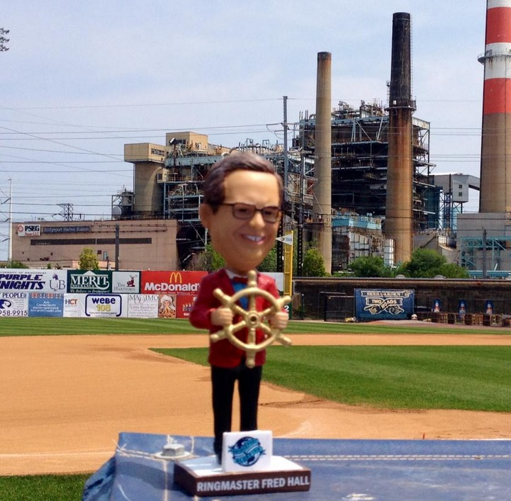 ringmaster fred hall bobblehead - bridgeport bluefish - atlantic professional baseball league (2)