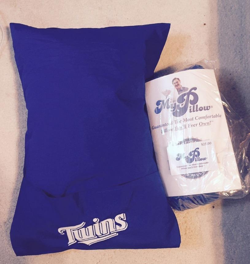 travel pillow - minnesota twins