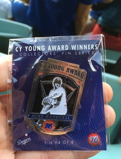 cy young collectors pin series mike marshall - los angeles dodgers