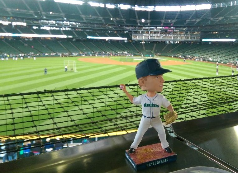 kyle seager bobblehead - seattle mariners (2)