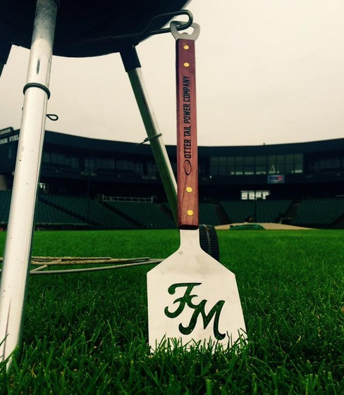 grill spatula - fargo moorehead redhawks - american association of independent baseball