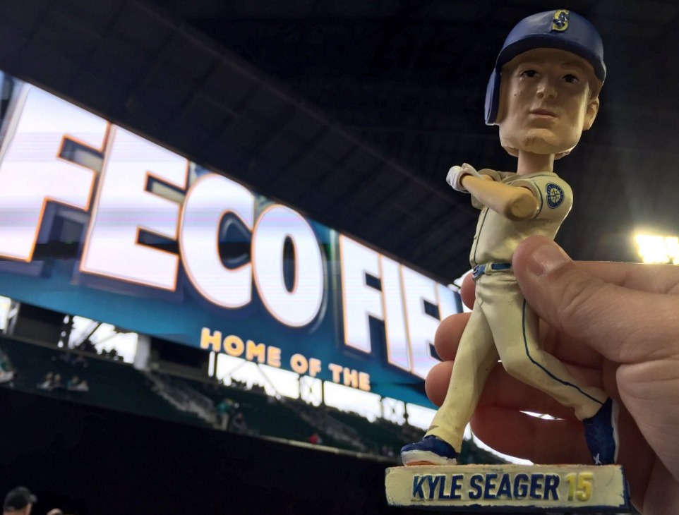 kyle seager bobblehead - seattle mariners - 5-14-2016
